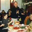 1997: Schleifen binden am Welt-Aids-Tag