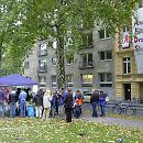2003: Demo vor den Geschäftsräumen der Aidshilfe Köln