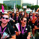 """2010: Die Gay-Games-Präventionsteams """"Fairplay"""" von Herzenslust NRW beim """"Warm-up"""" auf der CSD-Parade"""