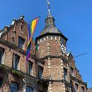 Galerie Hissung der Regenbogenflagge